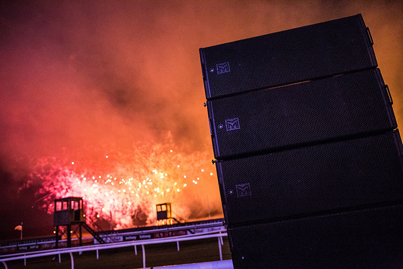 mla-compact-makes-lingfield-park-fireworks-go-off-with-a-bang-4.jpg